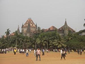 Die grosse Leidenschaft aller Inder ist das Kricketspiel. In diesem Park ist jeder Quadratmeter von Kricketspielern besetzt