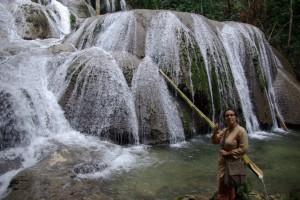 ...wir sehen einen wunderschönen Wasserfall...