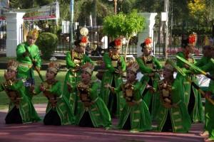 In Gorontalo begegneten wir dieser indonesischen Tanztruppe - vor allem die Gestik und Mimik war spektakulär